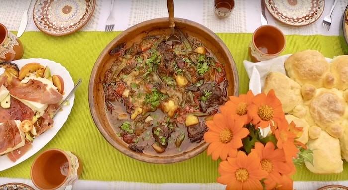 Verwendung von bulgarischen Gewürzen 3 Es ist schwierig, eine Grenze zwischen ihnen zu ziehen, aber oft sind bulgarische Gewürze aufgrund ihres hohen Gehalts an Aromastoffen - Flavonoiden, Ölen und Antioxidantien - sehr Heilkräuter.